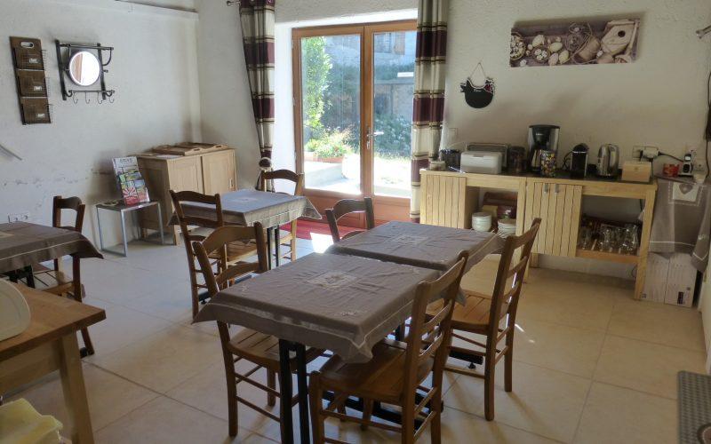 Accueil et salle de petit-déjeuner